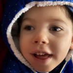 Podopieczny Fundacji Przyszłość dla Dzieci, uśmiechnięty chłopiec