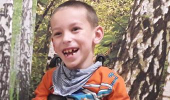 Olek uśmiechnięty chłopiec