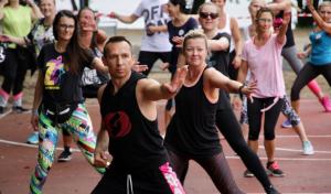 Zmatywowani fani tańca i pomagania dali z siebie wszystko podczas maratonu. Fot. A. Sprzączak